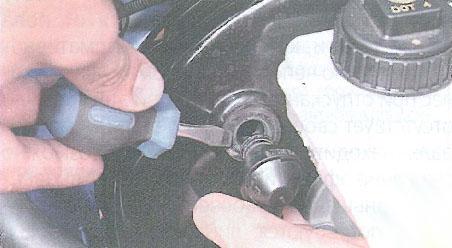Замена вакуумного усилителя тормозов рено сандеро Ремонт моторчика заднего стеклоочистителя санта фе 2