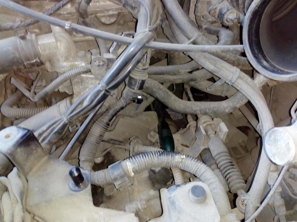 Замена датчика давления масла 4G63 DOHC в автомобиле Mitsubishi Lancer 9