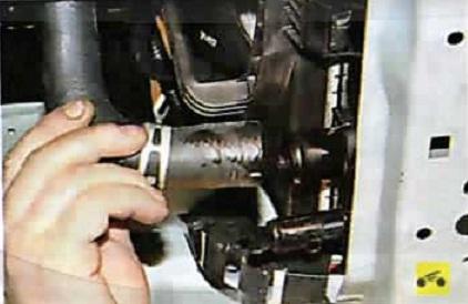 Замена отводящего шланга радиатора альмера классик Диагностика перед покупкой e70